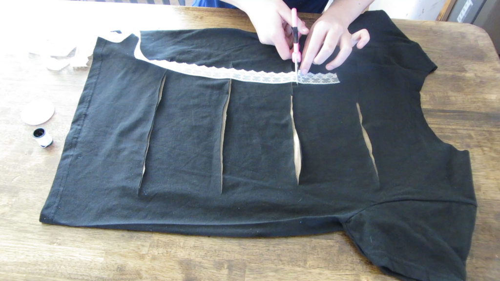 Cut t-shirts, bow tie back,how-to cut, a-bow-tie-back-cut-t-shirt