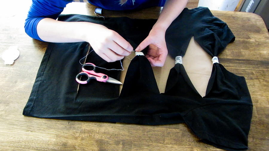 cut t-shirt, bow tie back, how to cut a t-shirt,bow-tie-back-cut-t-shirt